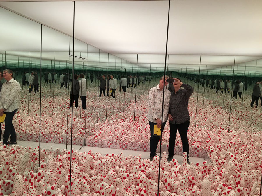 Inside Infinity Mirror Room— Phalli' s Field